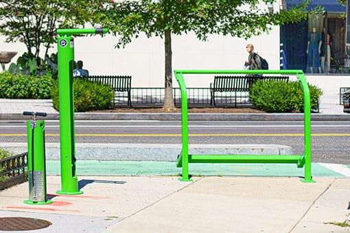 bike bar and fix-it station med